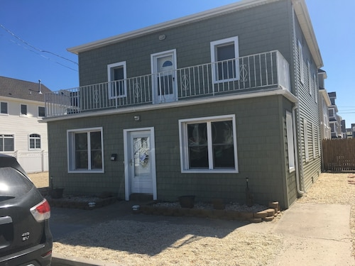 7 Bedroom House- Ocean Block - Last wk of aug Available and Discounted!