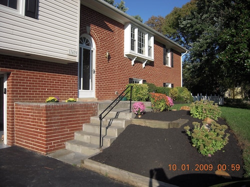 Safe AND Clean. 75 to 100 a Night Olney MD 3 bed 2 Bath Close to Wash.dc