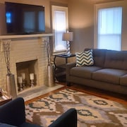 Minutes to Downtown- Adorable Newly Remodeled House!