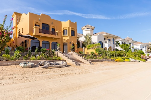 Palm Jumeirah Villa in Frond L by Deluxe Holiday Homes