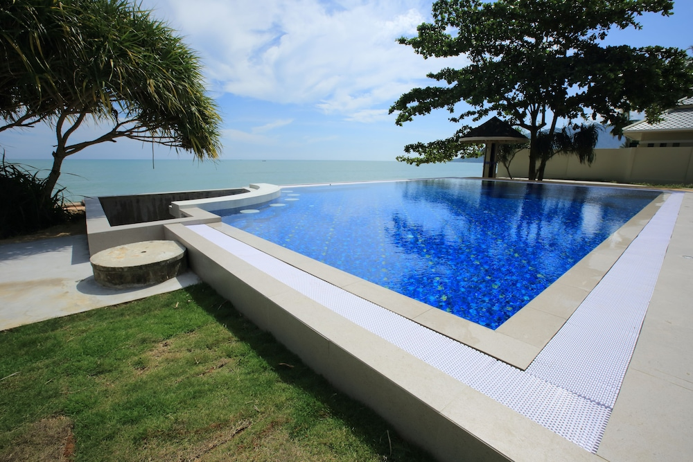 Outdoor Pool, Wis Beach Khanom