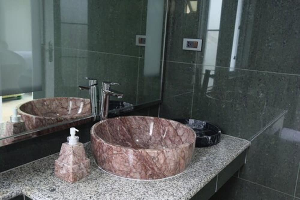 Bathroom Sink, Wis Beach Khanom