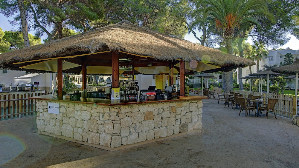 Poolside Bar, TUI MAGIC LIFE Cala Pada - All-Inclusive