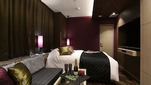 家具佈置各有特色、書桌、免費 Wi-Fi、床單