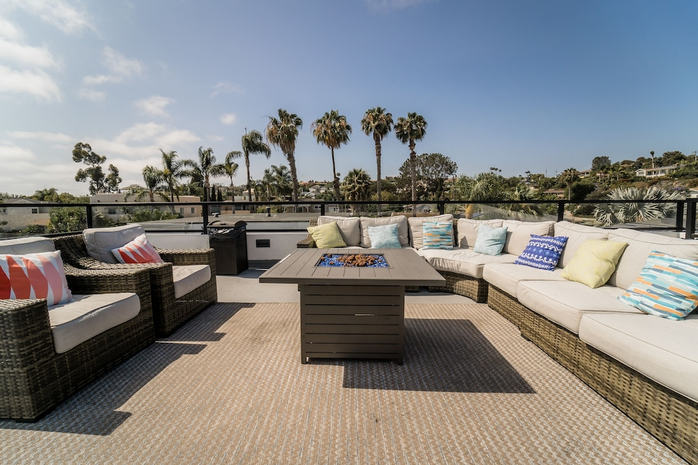 Luxe Home Perfect For Family Getaway In San Diego Rooftop Patio In