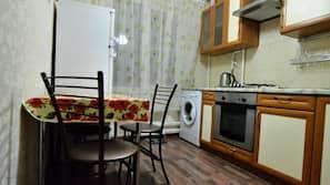 大型雪櫃/冰箱、焗爐、爐頭、廚房用具/餐具/器皿