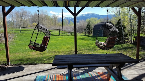 Black Bear Inn,bridger Views, E. Gallatin River Behind House. Access by Walking