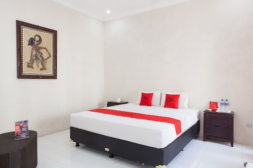 RedDoorz Plus near Mall Roxy Banyuwangi