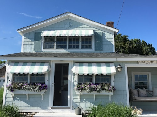 Quintessential Beach Cottage W/rooftop Deck