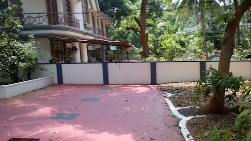 Large Villa in Kottayam Town With 6 Bedrooms