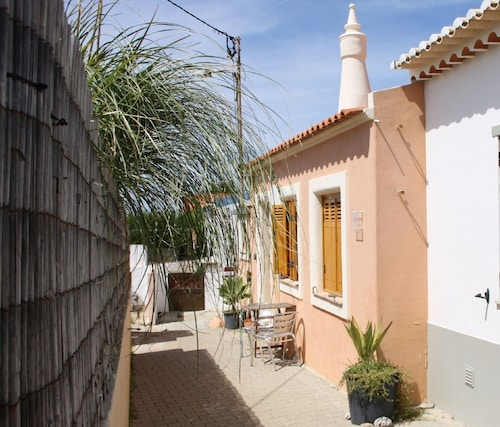 Close to Tonel Beach, Cottage in Sagres Cute & Charming, Well Equipped, Garden