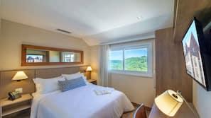 Roupas de cama premium, frigobar, cofres nos quartos, cortinas blackout
