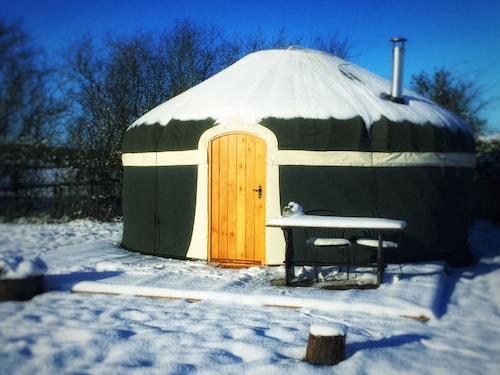 Milnes Corner Luxury Yurt at Peakes Retreats Glampsite. Sleeps 6 With hot tub
