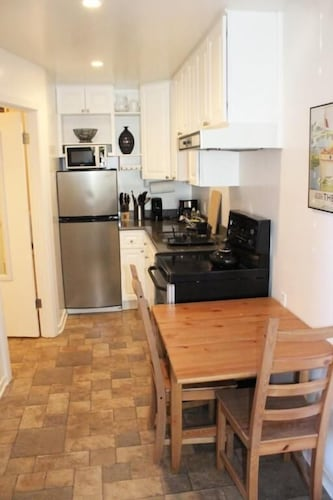 Inner Sunset Studio Holiday: 2019 Room Prices , Deals