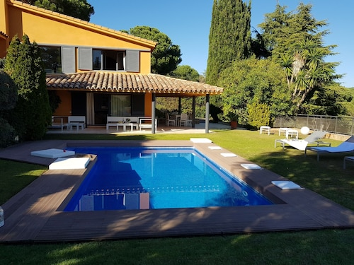 Magic House With Pool in Garden, 30 km From Barcelona, 15 min Walk to the Beach