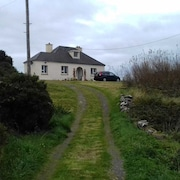Burtonport Detached 3 bed Cottage an sl 8 Open Fire Woodlands Beaches Pubs