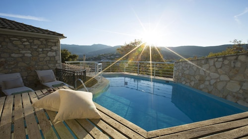 Beautifully Restored Traditional Greek House With Private Swimming Pool