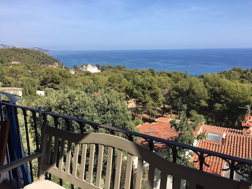 Santa Cristina, Blanes, Apartment in a Family House With sea View 4 Pers