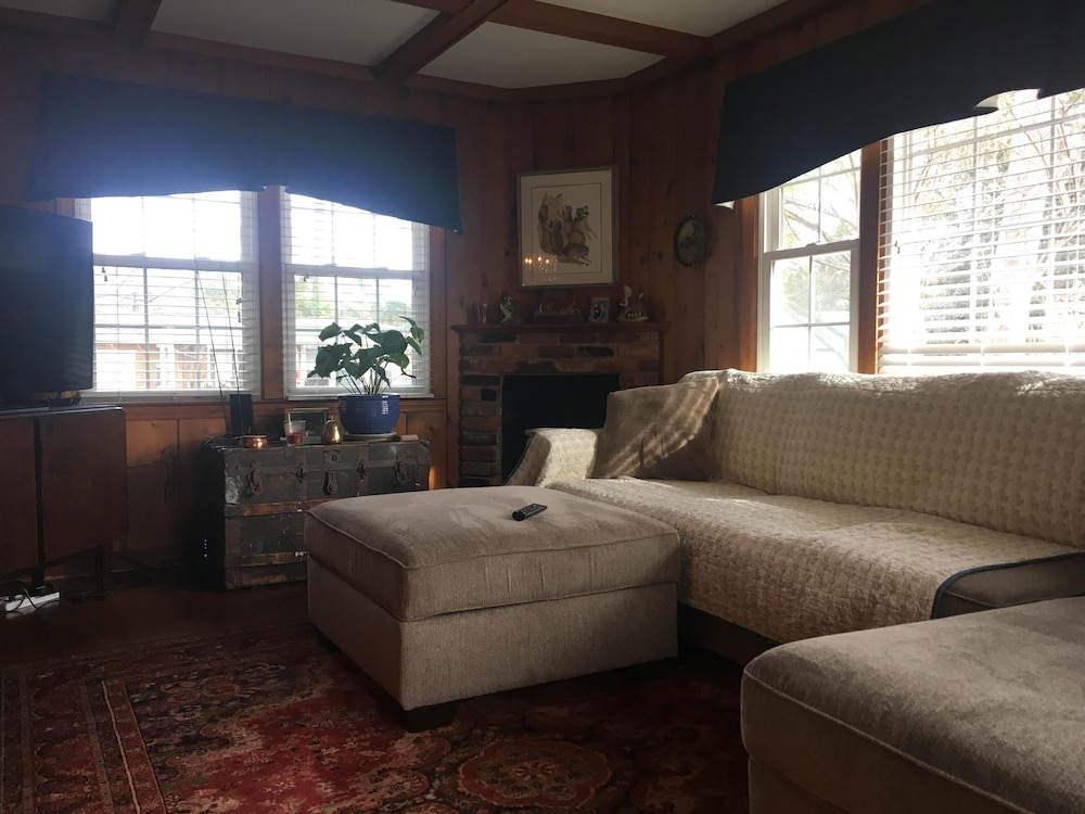 Magnificent Cozy Ranch Home Located Just 1 5 Miles From The Masters Golf Gmtry Best Dining Table And Chair Ideas Images Gmtryco