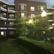 Vista One Bedroom Condo in a Secured Building With Gated Parking