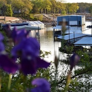Cabin on Texoma Shores - Private Boat Dock Access and Kayaks Included