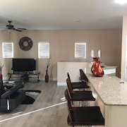 Near Cardinals Stadium, Newer Condominium, Prime Location