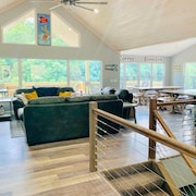 Norris Nook: Brand New Lakefront 9br/11ba, Private Dock,private Hottub,sleeps 32