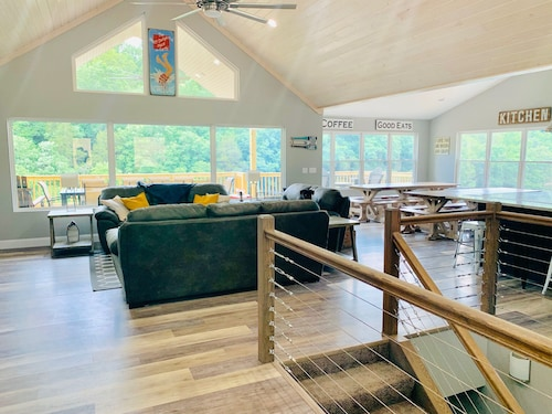 Norris Nook: Brand New Lakefront,9br/11ba, Private Dock,private Hottub,sleeps 32