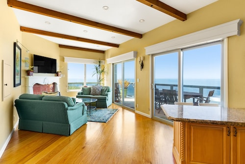 Incredible Ocean Views Free Wifi Walk to the Beach! Rare 3 Bedroom Condo!