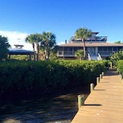 Bay Front w/ Kayaks, Private Dock & Private Access to Beach - Sleeps 8,