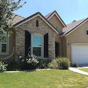 LUXURIOUS BIG 4bd/2.5ba house many beds w/ Washer/Dryer