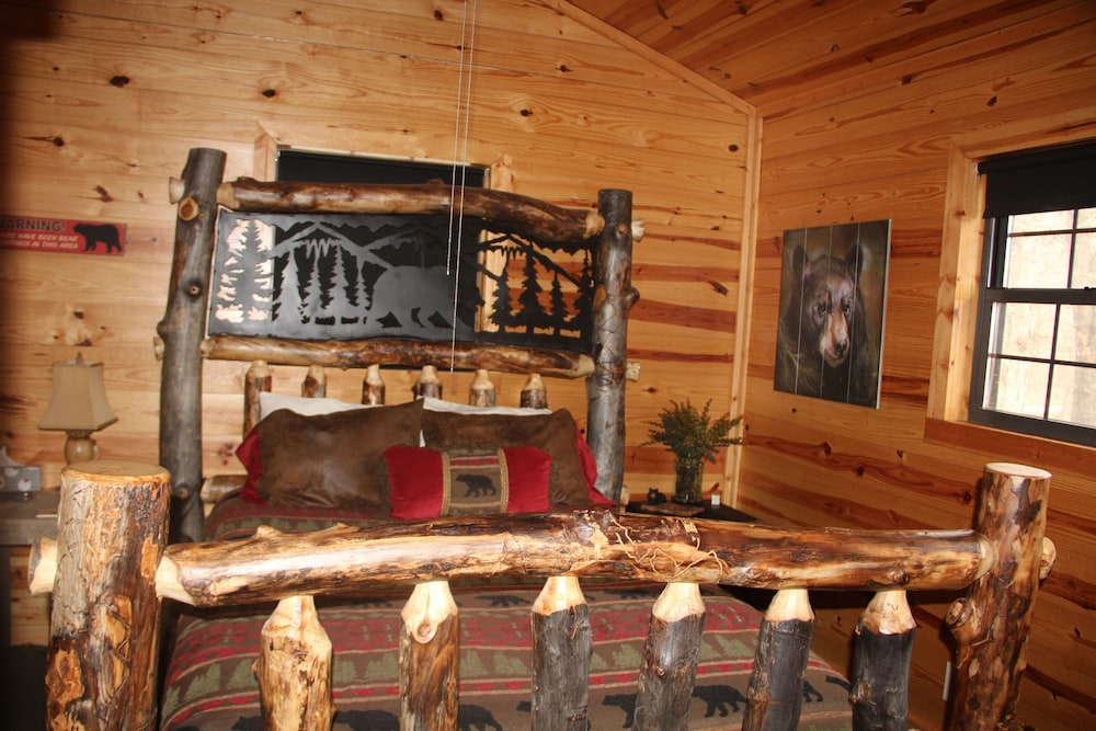 Room, Secluded Rustic Cabin W/wifi on 160 Acres Near Illinois River & Lake Tenkiller