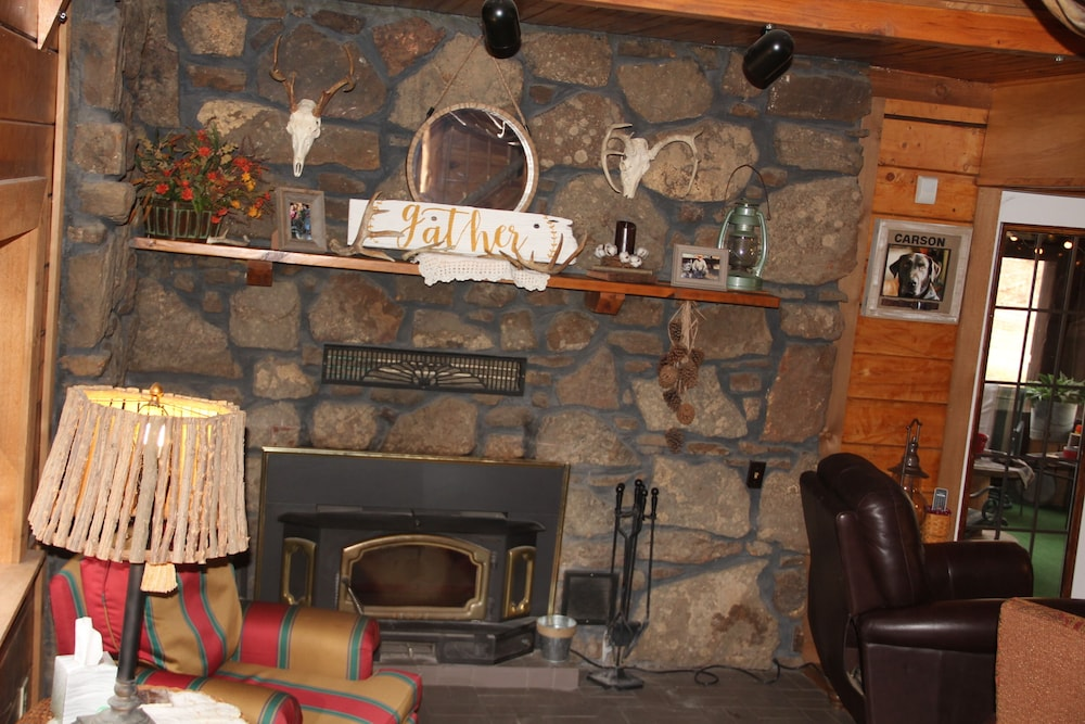 Living Room, Secluded Rustic Cabin W/wifi on 160 Acres Near Illinois River & Lake Tenkiller