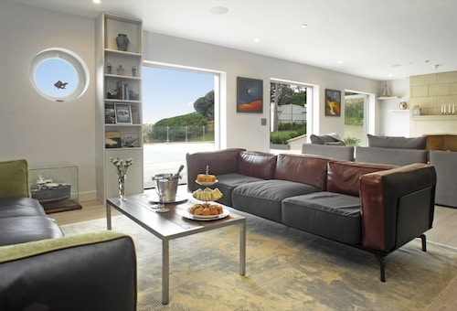 Rafters at Lulworth Cove - Close to the Sea- Sleeps 20