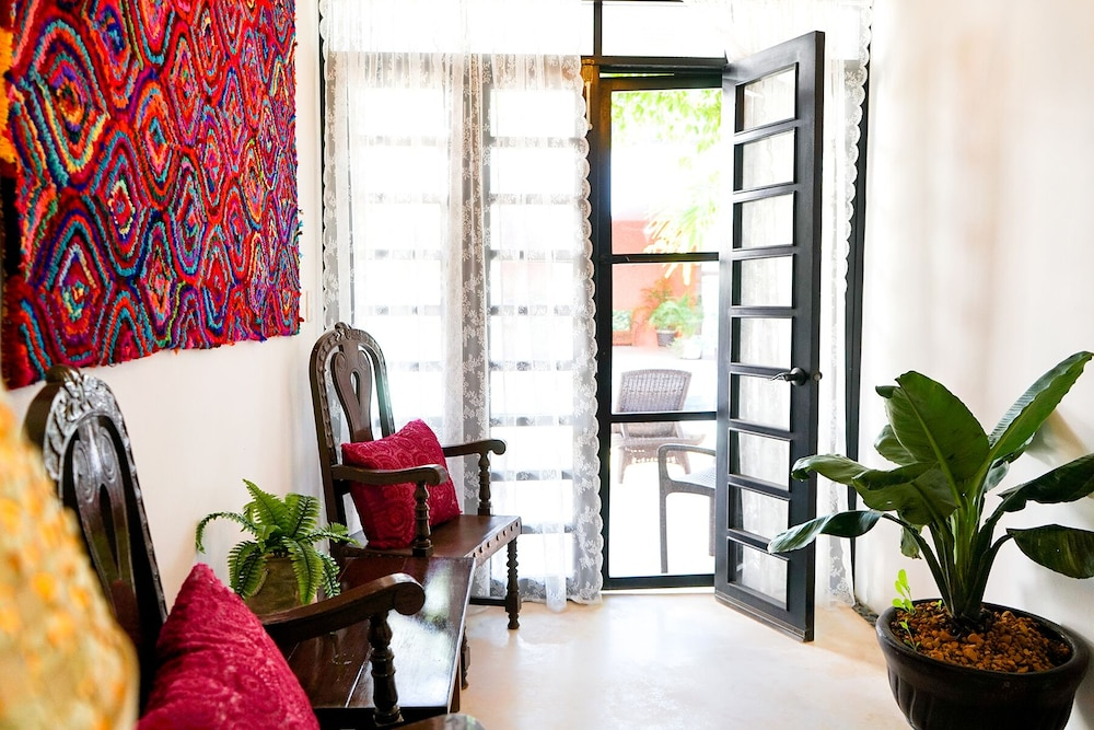 Living Room, Gorgeous art Retreat! Just Steps 2 Progreso Beach & Malecon Restaurants