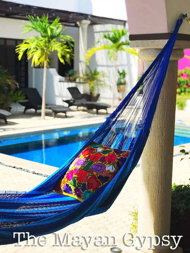 Pool, Gorgeous art Retreat! Just Steps 2 Progreso Beach & Malecon Restaurants
