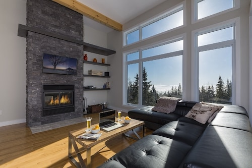 Luxurious Condo-cottage With a Modern and Warm Style Located in Charlevoix