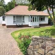 *Near Celtic Manor Golf Resort - Detached Bungalow Ideal For Quick Stay*