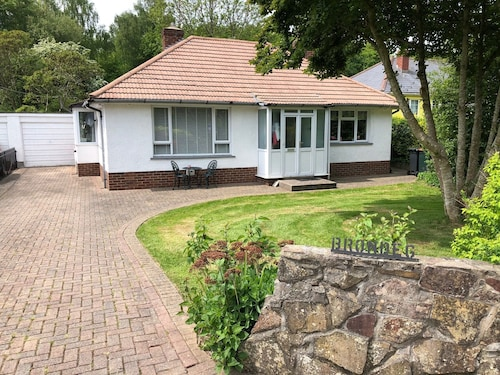 Near Celtic Manor Golf Resort - Detached Bungalow Ideal For Quick Stay