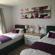 Sleeps 7 Near Town Centre off Road Parking