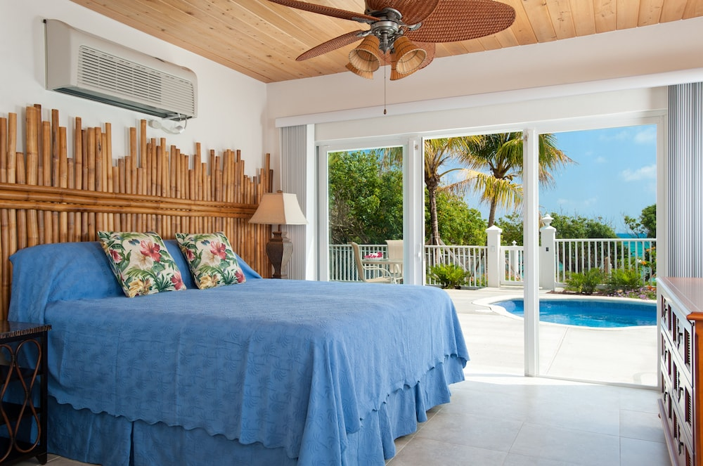 Room, Cruzan Sands Villa! Beachfront! Great for Couples! Fabulous Awesome Views!
