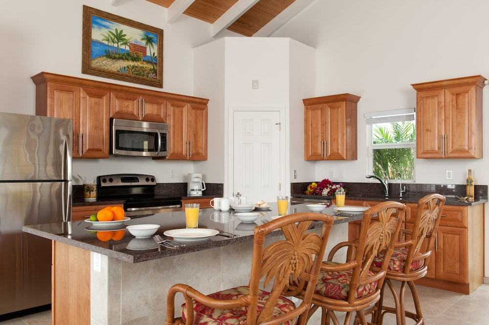 Private Kitchen, Cruzan Sands Villa! Beachfront! Great for Couples! Fabulous Awesome Views!
