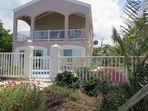 , Cruzan Sands Villa! Beachfront! Great for Couples! Fabulous Awesome Views!