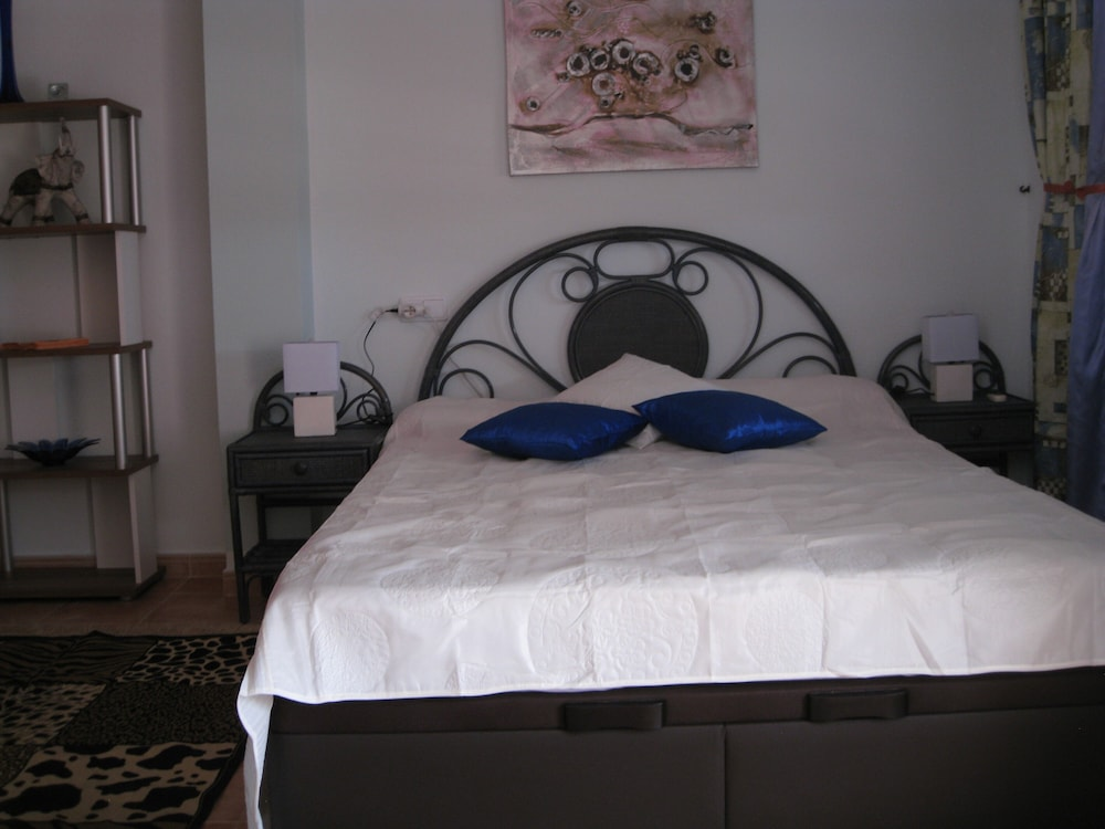 Room, Fabulous Holiday Townhouse Poolside 800mtr. to the Beach Fully Air-conditioned