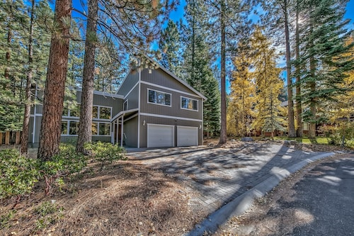 The Meadow Drive Home Features 5 Bedrooms In Beautiful Lake Tahoe Nevada
