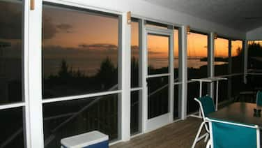 Sand Dollar Cove Cottages - Unit T/C   On The Picuresque Beach