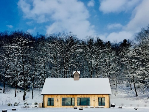 Luxury Modern Barn With Mountain Views
