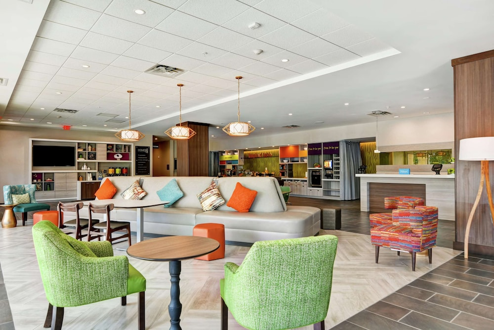 Lobby, Home2 Suites by Hilton Charleston West Ashley