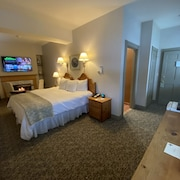 Romantic Boutique Hotel / Bed and Breakfast - Standard King With Gas Fireplace and Whilpool Bathtub