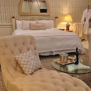 Romantic Boutique Hotel / Bed and Breakfast - Deluxe Firespa Suite